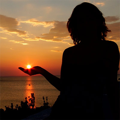 Красивое фото на аватар - Силуэт девушки на закате