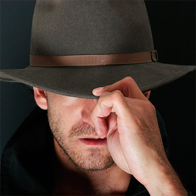 Картинка на аватар - Парень в шляпе